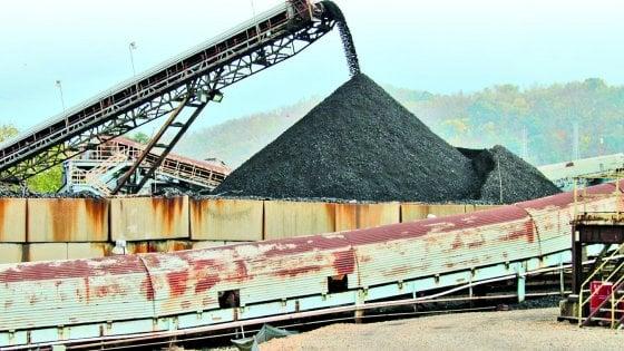 """Il carbone per Trump: nella """"terra nera"""" delle miniere Usa, addio alle """"rinnovabili"""""""