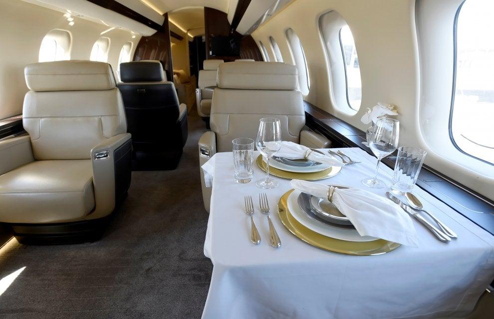 Jet Privato Piu Costoso Al Mondo : Zona living e camera da letto ecco il jet privato più