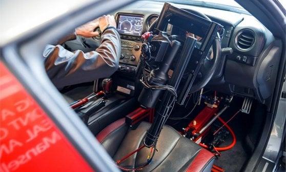 Nissan GT-R da record, a 210 km/h guidata da game controller