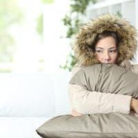 C'è un motivo se le donne alzano di nascosto il riscaldamento