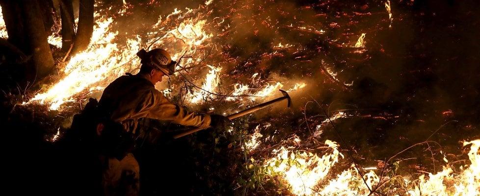 """Emergenza incendi, scuole chiuse a San Francisco. """"Aria inquinata come a Pechino"""""""