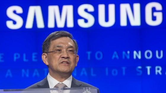 Samsung gli utili record non bastano clamorose dimissioni del numero uno