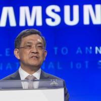 Samsung, gli utili record non bastano: clamorose dimissioni del numero uno
