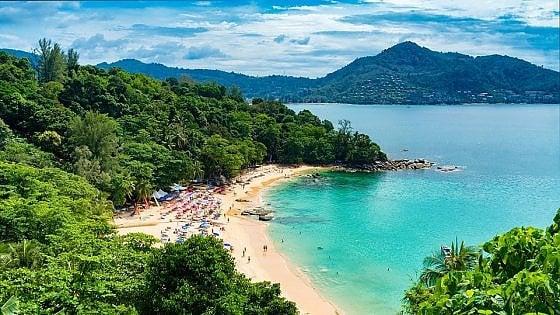 Thailandia: divieto di fumo nelle 20 spiagge top. Si rischia un anno di carcere
