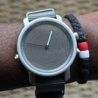 LunaR, lo smartwatch a energia solare