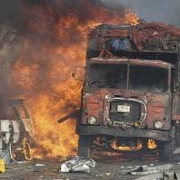 Somalia, strage nel centro di Mogadiscio: esplode un'autobomba, almeno 30 morti