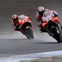 Dovizioso re della pioggia a Motegi, Marquez si inchina