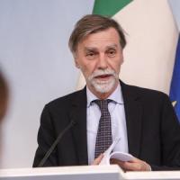 """Graziano Delrio: """"Bus, treni e più metro, un piano da 30 miliardi per rilanciare i..."""