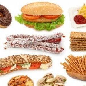 Tutta colpa del junk food, un under 18 su 4 sovrappeso o obeso