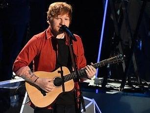 Ed Sheeran, sbalzato dalla bicicletta, si frattura un braccio