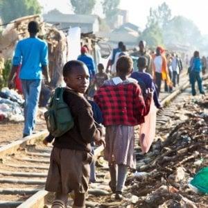 Nairobi, la storia di Lole nascosta negli angoli bui dello slum di Kibera