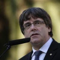 """Catalogna, carcere per due leader indipendentisti. Puigdemont: """"Rafforzano il nostro..."""