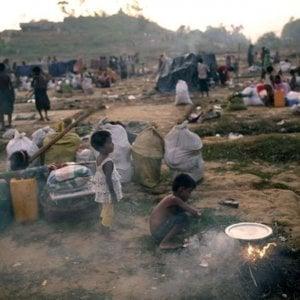 Myanmar,  è salito a 15.000 il numero di rifugiati bloccati al confine con il  Bangladesh