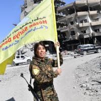 La liberazione di Raqqa ha il volto di una donna in armi: ecco chi è Rojda Felat