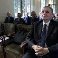 Bankitalia, da Veltroni a Napolitano a Zanda: tutti contro Renzi. Il segretario Pd:...