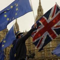 Brexit, May fa un passo avanti: le novità della lettera ai cittadini Ue