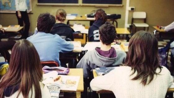 Scuola, gli alunni con madre lavoratrice più bravi di chi ha la mamma casalinga: lo dicono i test Invalsi