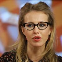 Russia, Ksenia Sobchak scende in campo. Ecco chi è la donna che sfida Putin