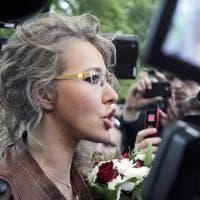 """Ksenia Sobchak, la corsa al Cremlino della """"Paris Hilton"""" di Russia"""