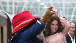 Kate, tutti i look in gravidanza.Il royal baby nascerà in aprile