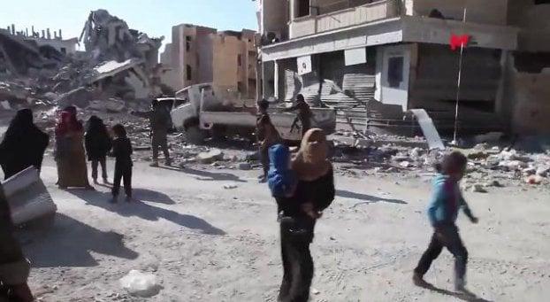 """""""Tre anni a Raqqa scudi umani per l'Isis"""""""