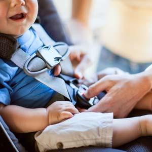 Seggiolini auto, cuocipappa e aerosol i più cercati online dai neo-genitori