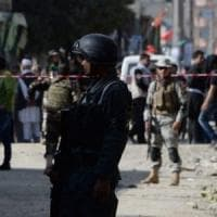 Afghanistan, attacchi contro due moschee: oltre 70 morti tra Kabul e Ghor. L'Isis...