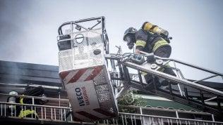 Padre dà fuoco all'abitazione e muore con i suoi quattro figli