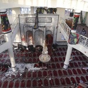 Afghanistan, strage in due moschee:oltre 70 morti video. E a Kabul razzi nell'area delle ambasciate
