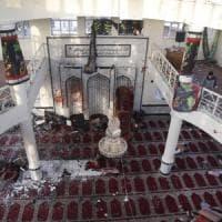 Afghanistan, strage in due moschee:oltre 70 morti video. E a Kabul razzi nell'area delle...