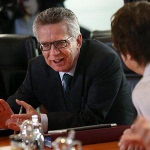 """Thomas De Maizière: """"La situazione nei campi libici non è accettabile. Sosteniamo l'Italia e la Spagna contro i trafficanti"""""""