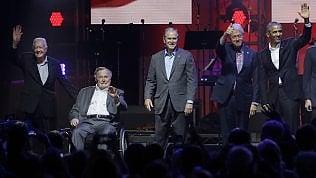 Carter, i Bush, Clinton e Obama: i 5 ex presidenti Usa tornano insieme su un palco foto