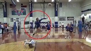 Volley, il salvataggio dell'anno:all'atleta manca solo il mantello