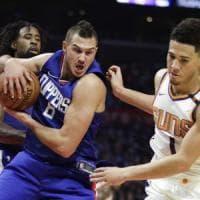 Basket, Nba: battute d'arresto per Golden State e Cleveland, sorride Gallinari