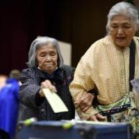 Giappone al voto, exit poll: stravince la coalizione di Abe