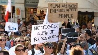 Migliaia di persone in piazzaper chiedere verità e giustiziaper la giornalista uccisa