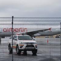 Air Berlin non paga le tasse, l'aereo resta