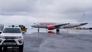 """Air Berlin non paga le tasse, l'aereo resta """"ostaggio"""" dell'aeroporto di Reykjavik"""