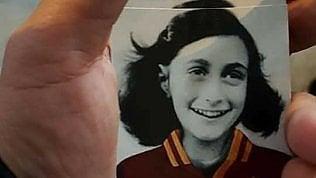 Anna Frank per insultare i romanisti, vergogna degli ultrà Lazio · Foto