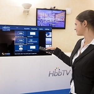 Anche in Italia la tv è super-smart: Netflix sul telecomando al posto delle reti storiche