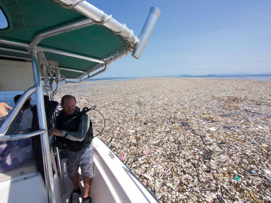 L'isola di plastica che minaccia i Caraibi: le immagini denuncia