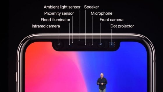 "Apple, Bloomberg: ""Per produrre iPhone X abbassati i livelli di accuratezza del Face ID"". La replica: ""Completamente falso"""