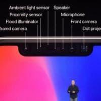 """Apple, Bloomberg: """"Per produrre iPhone X abbassati i livelli di accuratezza del Face ID""""...."""