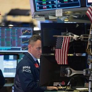 Draghi taglia gli acquisti ma allunga il Qe: mercati positivi ed euro in calo