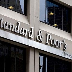 S&P rialza rating dell'Italia: Pil previsto all'1,4% nel 2017