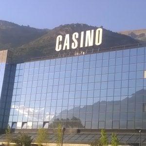 Sprechi, scandali e privilegi l'autonomia senza limiti che regna in Valle d'Aosta