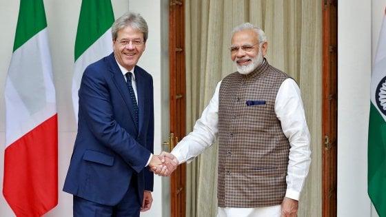 """India, il premier Modi riceve Gentiloni: """"Ma perché l'Italia blocca gli Hare Krishna?"""""""