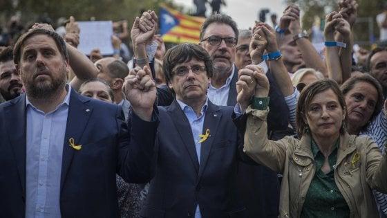 Catalogna, chiesta incriminazione per Puigdemont ma il leader catalano vola a Bruxelles
