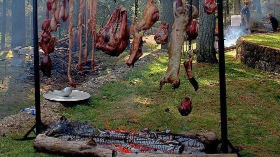 """Il lato hardcore del cibo, tra cotture estreme, tagli inusuali e tecniche """"primitive"""""""