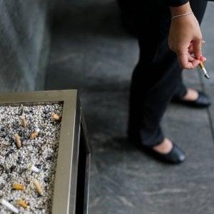 Sei giorni di ferie extra ai non fumatori per compensarli delle pause-sigaretta dei colleghi